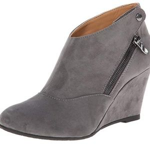 CL by Chinese Laundry Valerie wedge bootie size 9